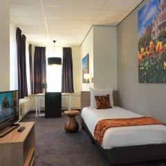 Amsterdam Teleport Hotel 3* Стандартный семейный номер с различными типами кроватей фото 3