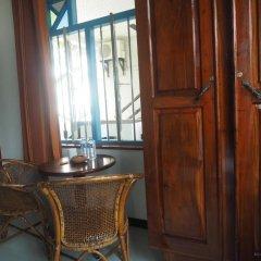 Отель Main Reef Guest House Хиккадува удобства в номере