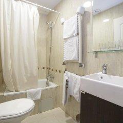 Отель Hostal Adria Santa Ana Мадрид ванная