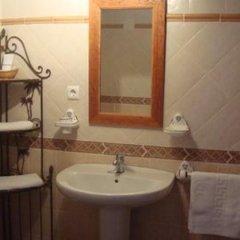 Отель Cuevas de Medinaceli ванная фото 2
