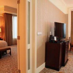 Four Seasons Hotel Singapore 5* Представительский люкс с различными типами кроватей фото 2