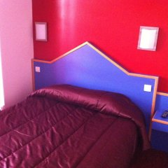 Отель Hipotel Paris Pere-Lachaise Republique 3* Стандартный номер с двуспальной кроватью