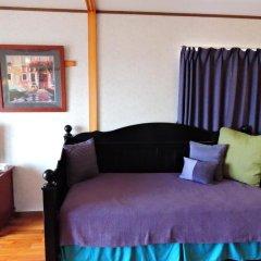 Апартаменты Umi No Mieru Apartment Центр Окинавы комната для гостей фото 4