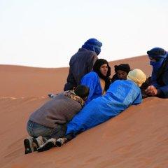Отель Morocco Desert Trek Марокко, Мерзуга - отзывы, цены и фото номеров - забронировать отель Morocco Desert Trek онлайн фитнесс-зал