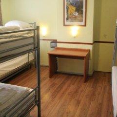 Budget Hotel The Orange Tulip Семейный номер категории Эконом с двуспальной кроватью