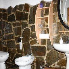 Отель Casa La Bombaron Сьерра-Невада ванная