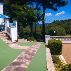 Отель Apartamentos Famara Испания, Льорет-де-Мар - отзывы, цены и фото номеров - забронировать отель Apartamentos Famara онлайн спортивное сооружение