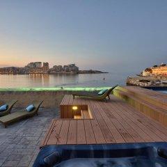 Отель Waterfront Valletta House бассейн