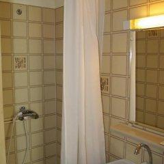 Отель Hôtel du Roi René 2* Стандартный номер с 2 отдельными кроватями фото 7