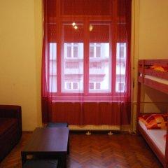 Boomerang Hostel Кровать в общем номере фото 3