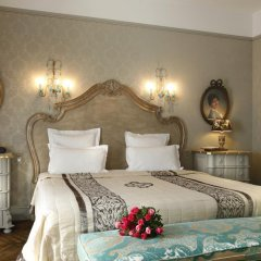 Отель Saint James Paris 5* Улучшенный номер с двуспальной кроватью фото 9