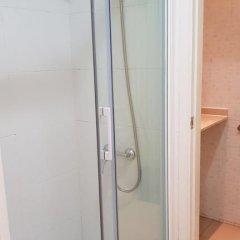 Отель Hostalin Barcelona Gran Via 3* Номер с общей ванной комнатой с различными типами кроватей (общая ванная комната) фото 4