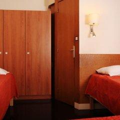 Отель Hôtel Marignan Стандартный номер с различными типами кроватей (общая ванная комната) фото 2