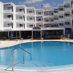 Отель Estudios Vistamar Испания, Эс-Мигхорн-Гран - отзывы, цены и фото номеров - забронировать отель Estudios Vistamar онлайн бассейн фото 2