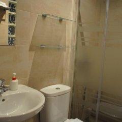 Отель Hostal Abril Стандартный номер с различными типами кроватей фото 14