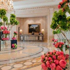Отель Four Seasons George V Paris интерьер отеля