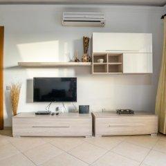Отель SeaView Apartment in Saint Thomas Bay Мальта, Марсаскала - отзывы, цены и фото номеров - забронировать отель SeaView Apartment in Saint Thomas Bay онлайн комната для гостей фото 5