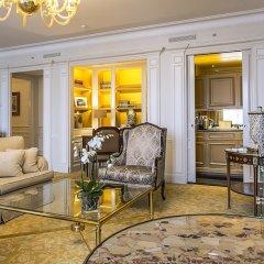 Отель Four Seasons George V Paris фото 3