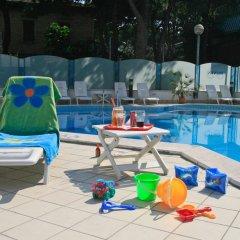 Отель Residence Brown Римини бассейн