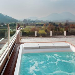 Отель Radisson Blu Majestic Hotel Galzignano Италия, Региональный парк Colli Euganei - отзывы, цены и фото номеров - забронировать отель Radisson Blu Majestic Hotel Galzignano онлайн бассейн