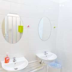Отель Patchwork Design Hostel Польша, Варшава - 6 отзывов об отеле, цены и фото номеров - забронировать отель Patchwork Design Hostel онлайн ванная фото 2