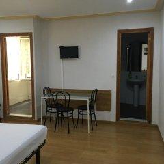 Отель Apartamentos Madrid Hortaleza Испания, Мадрид - отзывы, цены и фото номеров - забронировать отель Apartamentos Madrid Hortaleza онлайн комната для гостей фото 2