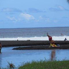 Отель Taharuu Surf Lodge Французская Полинезия, Папеэте - отзывы, цены и фото номеров - забронировать отель Taharuu Surf Lodge онлайн пляж