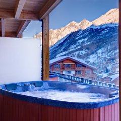 Отель Mountain Exposure Luxury Chalets & Penthouses & Apartments Швейцария, Церматт - отзывы, цены и фото номеров - забронировать отель Mountain Exposure Luxury Chalets & Penthouses & Apartments онлайн бассейн фото 2