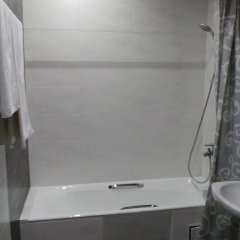 Гостиница Меридиан Парк Отель в Чехове 1 отзыв об отеле, цены и фото номеров - забронировать гостиницу Меридиан Парк Отель онлайн Чехов ванная