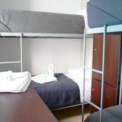 Отель Hostal Be Condesa Кровать в мужском общем номере