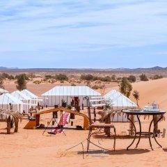 Отель Berbere Experience Марокко, Мерзуга - отзывы, цены и фото номеров - забронировать отель Berbere Experience онлайн приотельная территория фото 2