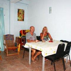 Отель Relax Inn Hikkaduwa Шри-Ланка, Хиккадува - отзывы, цены и фото номеров - забронировать отель Relax Inn Hikkaduwa онлайн питание