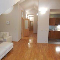 Апартаменты Bredovský dvůr Apartment комната для гостей фото 5