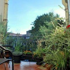 Отель Mikalojaus apartamentai Литва, Вильнюс - отзывы, цены и фото номеров - забронировать отель Mikalojaus apartamentai онлайн балкон