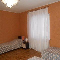 Hostel Skazka In Tolmachevo Кровати в общем номере с двухъярусными кроватями фото 2