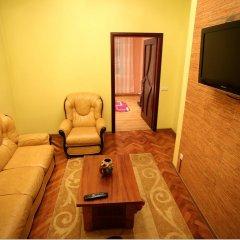 Гостиница Romantic Apartaments 1 Львов комната для гостей фото 3