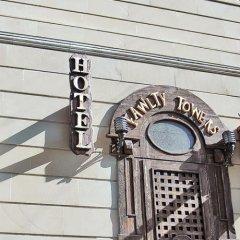 Fawlty Towers Mini Hotel балкон