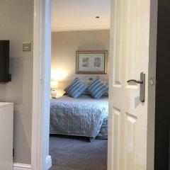 Lennox Lea Hotel, Studios & Apartments сейф в номере