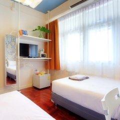Отель Baan Saladaeng Boutique Guesthouse 3* Номер с общей ванной комнатой фото 3