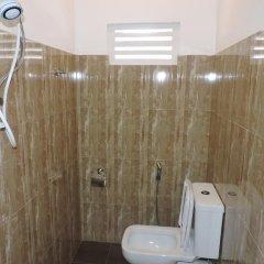 Отель Rajarata Lodge Шри-Ланка, Анурадхапура - отзывы, цены и фото номеров - забронировать отель Rajarata Lodge онлайн ванная фото 2