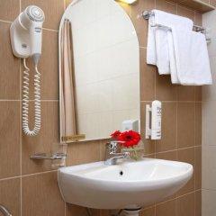 Гостиница Невский Бриз 3* Улучшенный семейный номер с разными типами кроватей фото 20