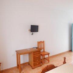 Отель Hostal Las Cumbres Испания, Кониль-де-ла-Фронтера - отзывы, цены и фото номеров - забронировать отель Hostal Las Cumbres онлайн удобства в номере фото 2