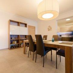 Отель Seafront Apartment Sliema Мальта, Слима - отзывы, цены и фото номеров - забронировать отель Seafront Apartment Sliema онлайн комната для гостей фото 3