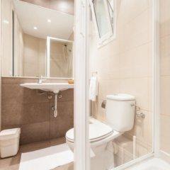 Отель BcnStop Parc Güell Испания, Барселона - отзывы, цены и фото номеров - забронировать отель BcnStop Parc Güell онлайн ванная фото 2