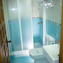 Отель Hostal Malia Испания, Кониль-де-ла-Фронтера - отзывы, цены и фото номеров - забронировать отель Hostal Malia онлайн ванная