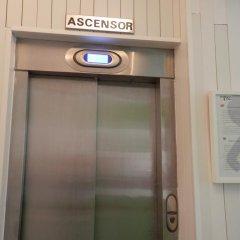 Отель Madrid Motion Hostels сейф в номере