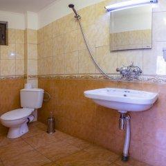 Отель Guest House Konakat Болгария, Чепеларе - отзывы, цены и фото номеров - забронировать отель Guest House Konakat онлайн ванная фото 2