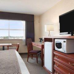 Отель Days Inn & Suites Langley 2* Стандартный номер с различными типами кроватей фото 3
