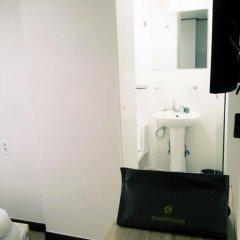 Отель Shinchon Hongdae Guesthouse 2* Стандартный номер с 2 отдельными кроватями фото 10