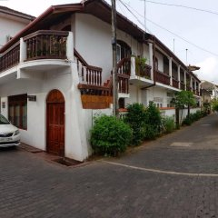 Отель Beach Haven Guest House (Mrs Wijenayake's Guest House) парковка